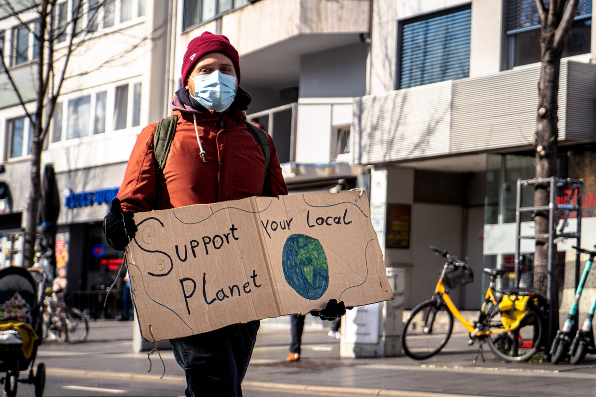 mika-baumeister-support your local Planet