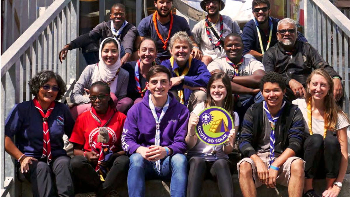 Solar Scouts Leaders vor dem Kandersteg International Scout Centre KISC